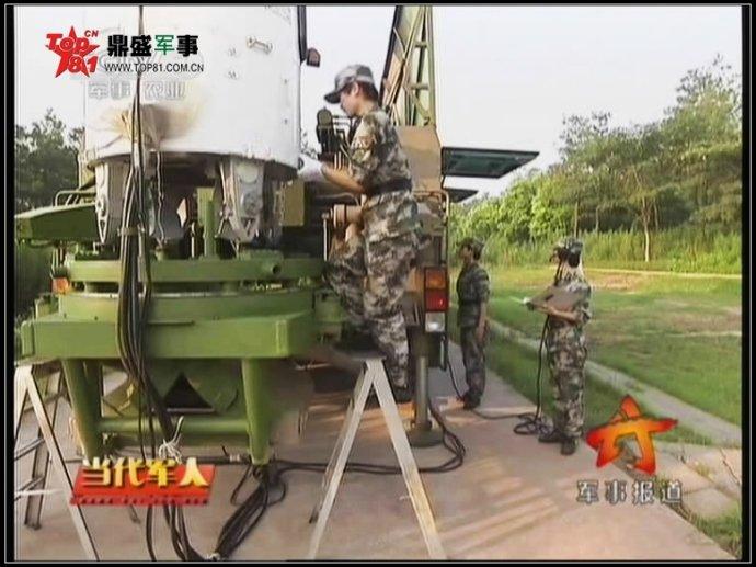 中国二炮女兵换新装了(组图)
