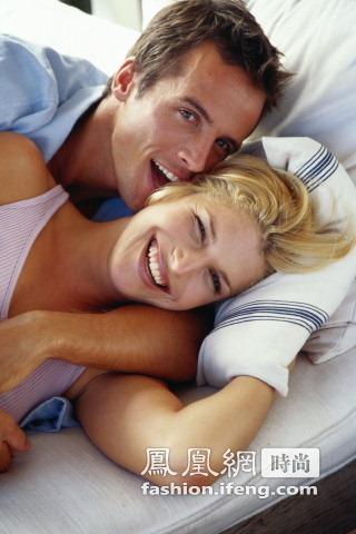 欧美性爱喷水女人_英国性学家揭女人性爱隐私:最渴望被咬耳朵(图)