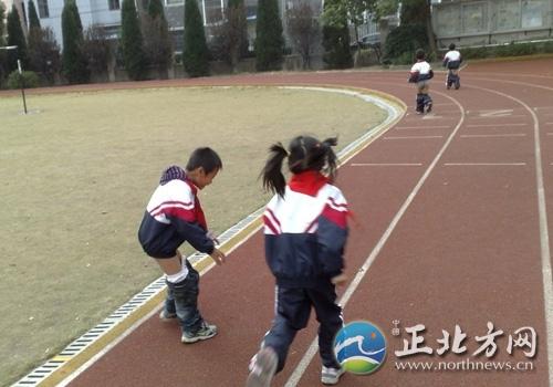 三小女生脱裤跑步两小学v女生(图)数学年级二案例学生图片