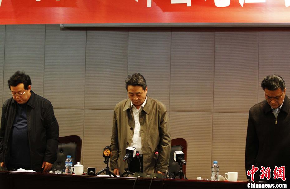 义煤集团_河南义煤集团董事长武予鲁为遇难矿工低头默哀(组图)