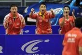图文:[乒乓球]世界杯团体赛 刘国梁在加油