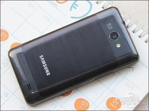 拉丝金属工艺的后盖,与i9100的设计区别比较明显