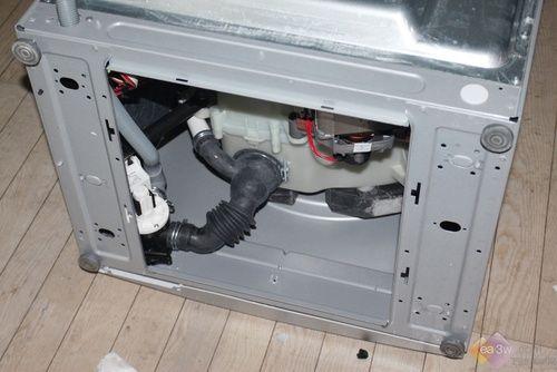 为大家拆解一款滚筒洗衣机,为大家展现一下内部结构以及各部件的功能