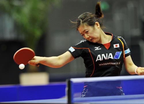 日本选手福原爱在比赛中。