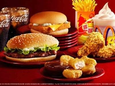 麦当劳的一个套餐在5美元左右,小城市更是低至2-3美元。