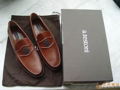 在美国买双意大利皮鞋,50 元上下。