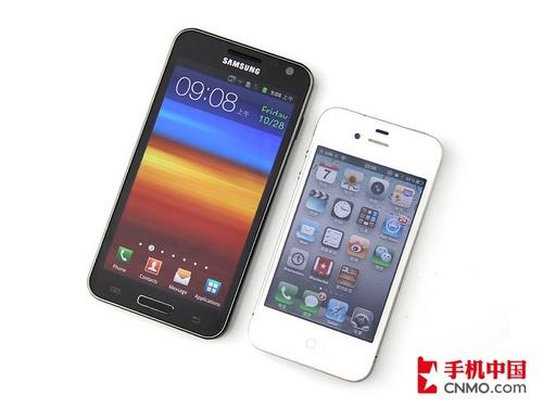 三星GALAXY SII HD和iPhone 4对比机身大小