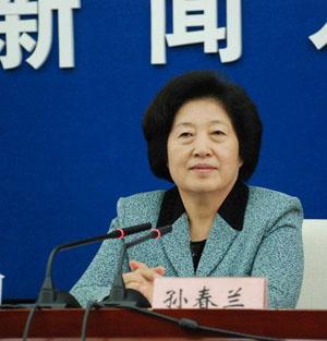 孙春兰,女,汉族,1950年5月生,河北饶阳人,1973年5月加入中国共产党,1969年11月参加工作,中央党校研究生学历。