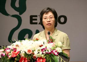 殷一璀,女,1955年1月生,浙江平阳人,1973年6月入党,1972年12月参加工作,在职研究生,法学硕士,副教授。
