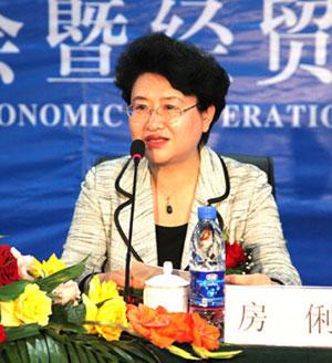 房俐,女,汉族,1955年10月生于吉林省辽源市,1973年3月参加工作,1975年5月加入中国共产党。