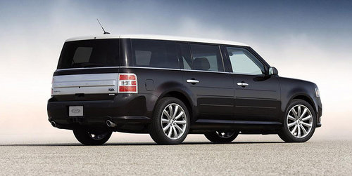 2013款福特flex的整体轮廓变得更加方正,同时也没有延续上代车型那种