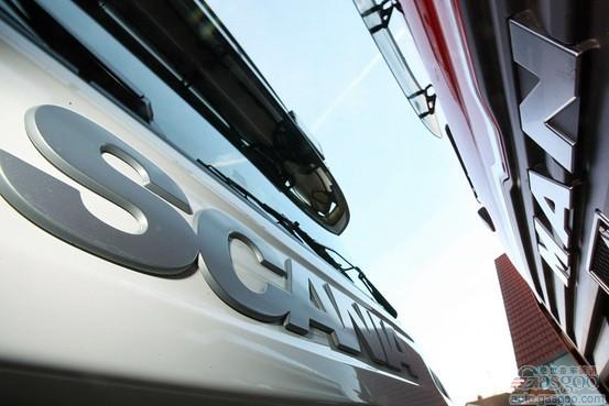 盖世汽车讯 据彭博社报道,大众汽车表示,在取得对曼卡车的绝对控股之后,拟采取开放的方案选择态度,打造全球最大的商用车企业联盟。