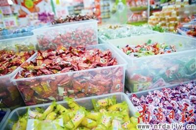 商家销售的散装糖果大都没有单独标出生产日期。
