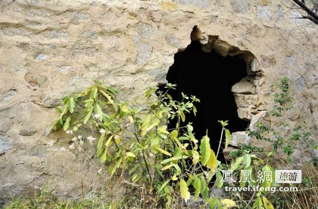 旅途惊人发现 广州寻宝人荒山发现地下军事工