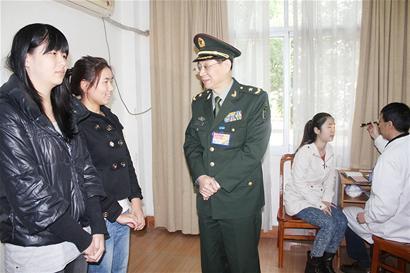 开始 图文 征集/图文:征集女兵体检开始了