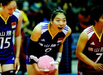 2011年女排世界杯:中国队战胜塞尔维亚队(图)