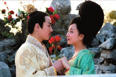 殷桃回应新剧尺度大争议:哪部戏里都有吻戏