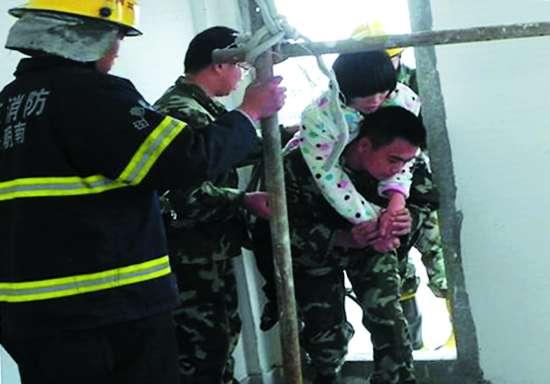 女子 汕头 轻生 跳楼 消防员/孕妇到第三方医院进行B超(组图)