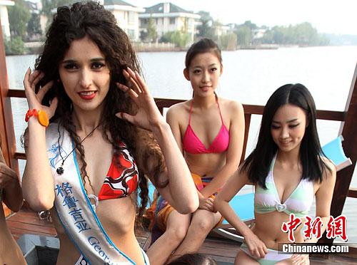 动态 南京/11月13日,正在南京参加2011全球生态旅游小姐世界总决赛的...