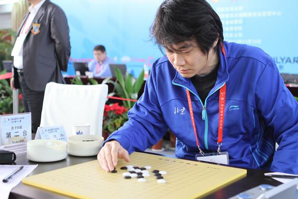 图文:五子棋个人赛 世锦赛冠军曹冬在首轮比赛