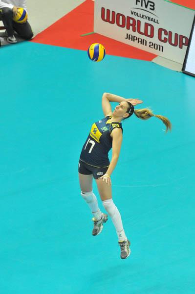 图文:女排世界杯日本3-0巴西 法比奥拉跳发球