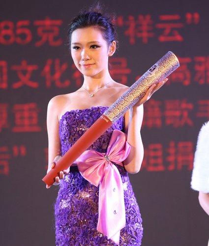 郭燕捐出的奥运火炬成亮点