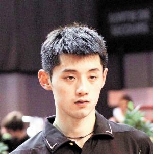张继科出生地: 山东青岛出生日期: 1988年2月16日身高: 1.81米运动项目:乒乓球专业特点: 右手横板两面反胶弧圈结合快攻