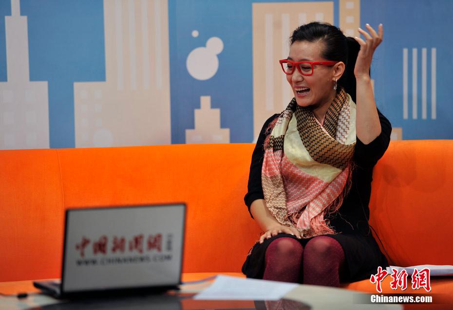 """总政歌舞团独唱演员谭晶做客中新网视频访谈间,谈""""中国文化走出"""