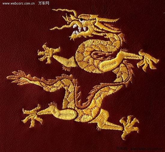 此手绘龙图腾灵感来自北京故宫