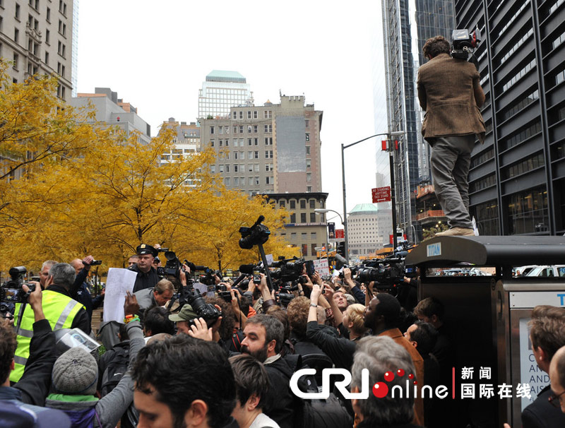 纽约警方驱逐占领者波及在场记者 拍摄逮捕画面被抓(高清组图)