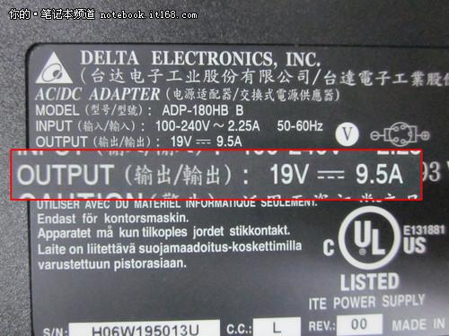 在笔记本的适配器上会标有笔记本的额定电压
