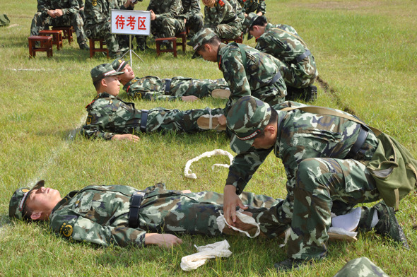 武警8730部队后勤尖兵 秀 绝活图片