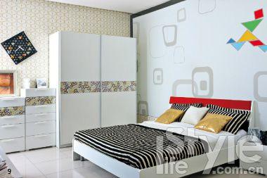 在壁纸上手绘用普通水粉或水彩,在墙漆上绘画最好用墙漆.品牌:百强