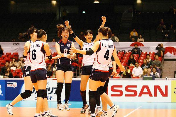 韩国队开心庆祝