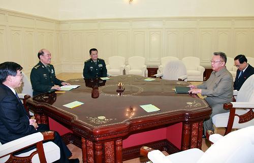 朝鲜最高领导人金正日会见李继耐一行图片