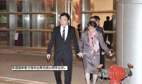 陈国强(左二)在无线44周年高调亮相,跟方逸华、李宝安与陈志云代表着新朝代的展开。
