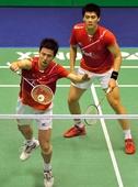 图文:香港羽毛球公开赛赛况 蔡赟网前回球