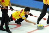 图文:太平洋赛中国男壶惜败 巴德鑫投掷冰壶