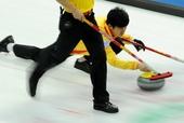图文:太平洋赛中国男壶惜败 徐晓明投掷冰壶