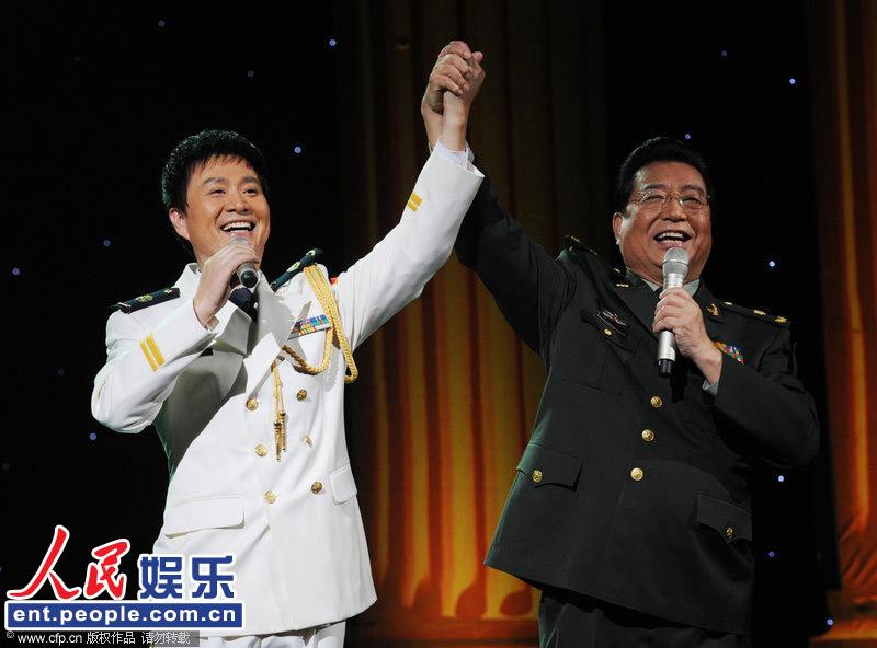 高清:李双江登台激情献唱 助阵孙维良演唱会(组图)图片