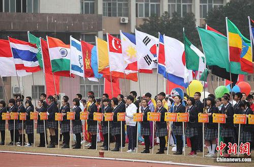 南京举行中学运动会 入场式创意大比拼(图)图片