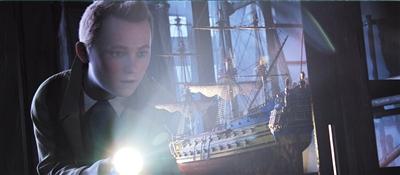 《丁丁历险记》不仅光影层次分明,人物的面部表情都可以毫无顾忌地施以特写,而且眼神灵动,就连阿道克船长的蒙眬醉眼在大银幕上都被展现得活灵活现。