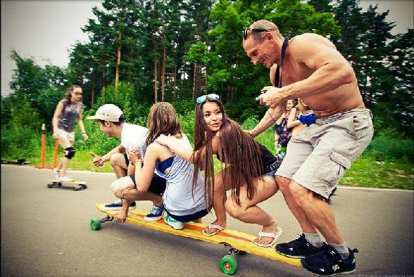 滑板:俄罗斯美女生玩组图发自拍照聊天少女图片