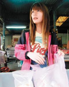 台湾 动漫/在仁武区中正路摆摊卖包子、馒头的小彤,因外型像动漫美少女,...