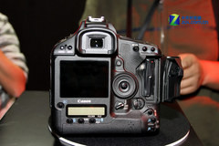 图为:佳能单反相机1D Mark IV