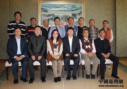 葫芦岛市相关领导与考察团成员合影留念
