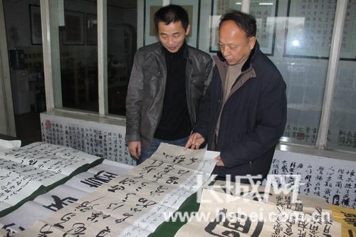 """承德市书法家协会副主席张明利说:""""本次参赛人员年龄最大的有70多图片"""
