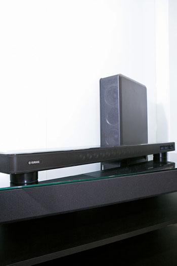 01. 内置了十六个小型喇叭单元,可营造7.1声道的空间感。