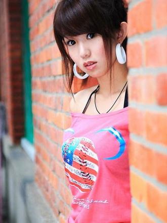 瑶瑶有着天使的容貌