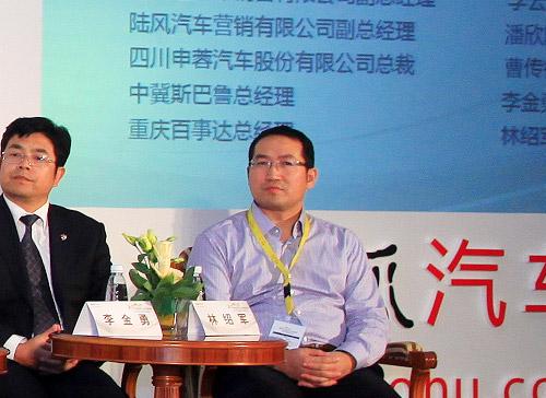 中冀斯巴鲁总经理李金勇(左二)